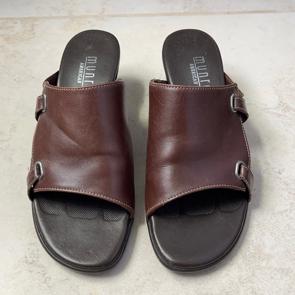Munro size 4.5 leather slip on heel sandals